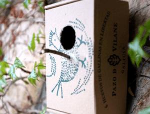 Una casa para pájaros fabricada con la caja de huevos Pazo de Vilane