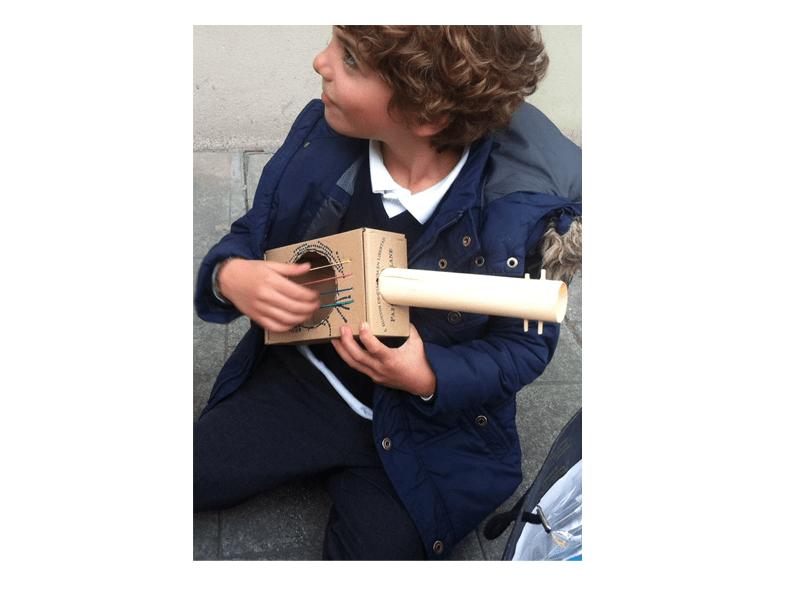 La caja de huevos camperos Pazo de Vilane se convierte en una guitarra