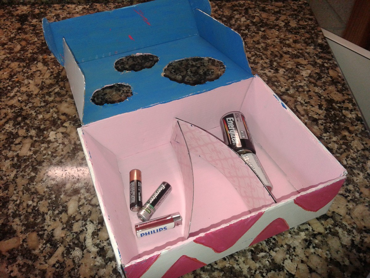 Reutiliza la caja de huevo campero Pazo de Vilane y construye un reciclador de pilas