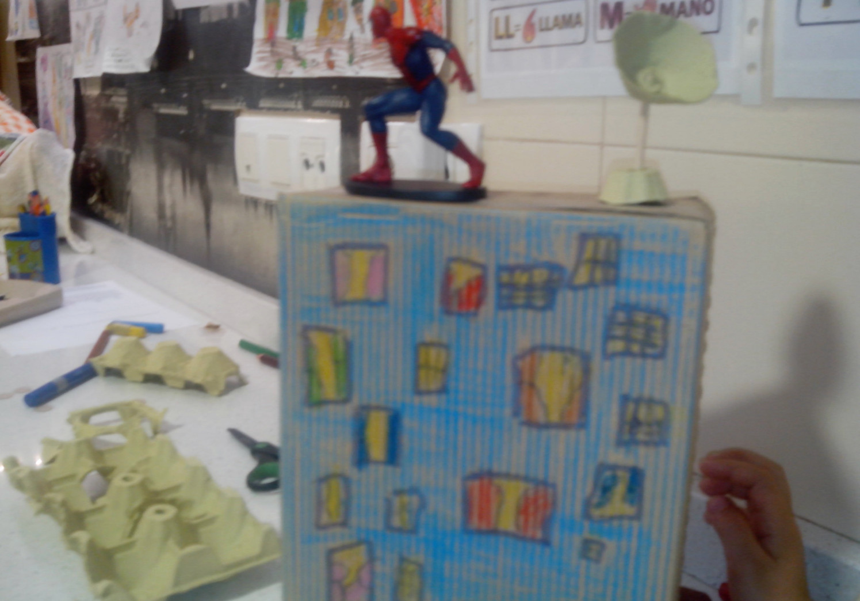 Más juguetes construidos con la caja de huevo campero Pazo de Vilane