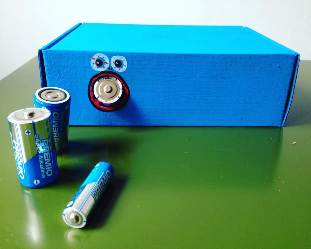 Reutiliza y recicla con la «Caja monstruo come pilas»