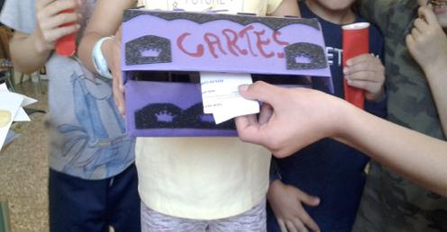 Escolares de Alicante reutilizan la caja de huevo campero Pazo de Vilane