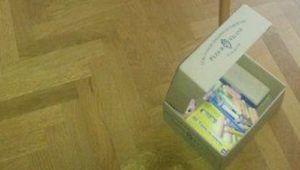 La caja de huevo campero Pazo de Vilane mantiene ordenado el material escolar de los más pequeños