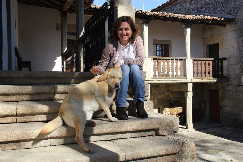 Nuria Varela-Portas, con su perra, entrevistada por Carles Francino (SER)