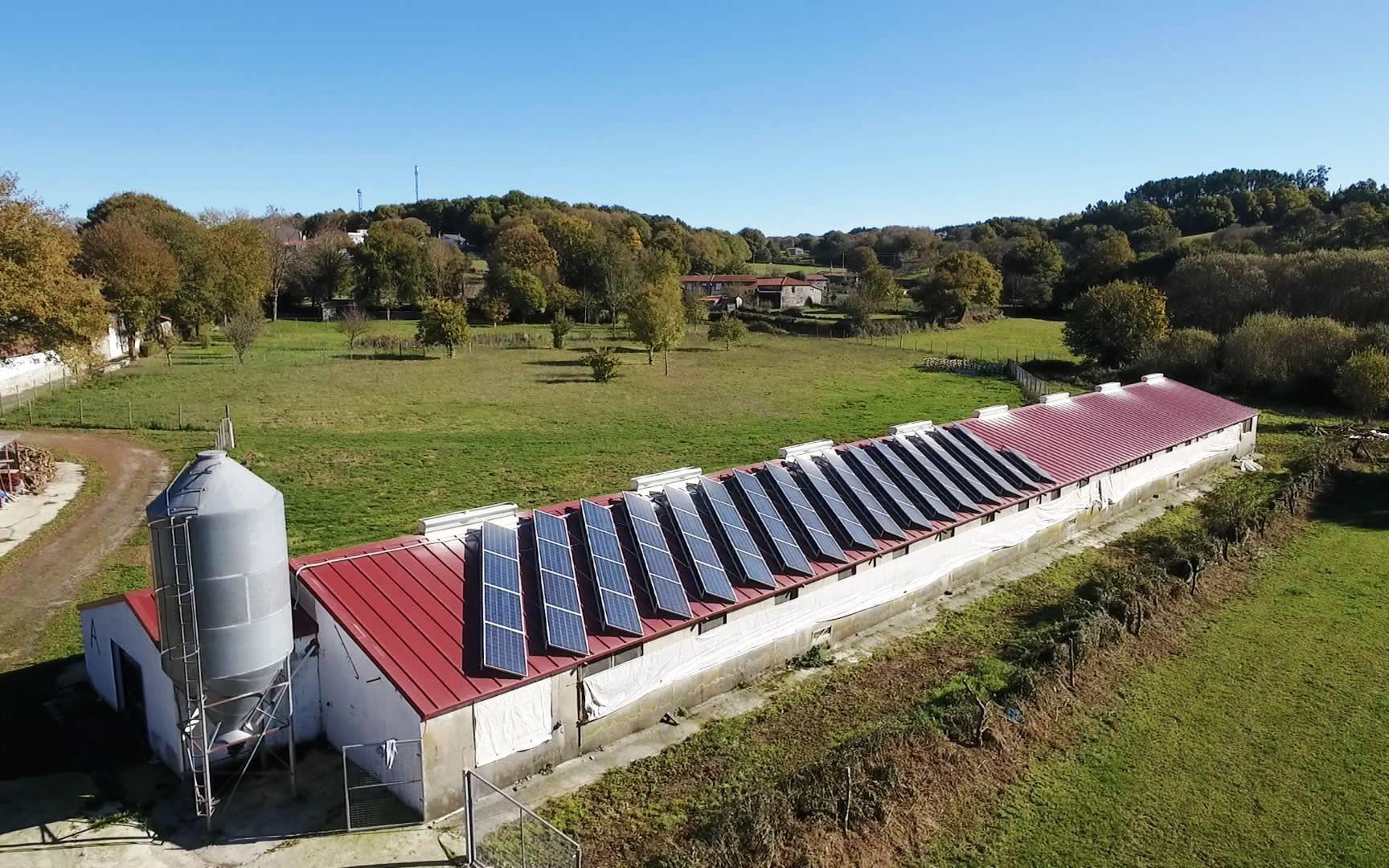 Paneles solares en Pazo de Vilane, empresa preocupada por la sostenibilidad y el medio ambiente