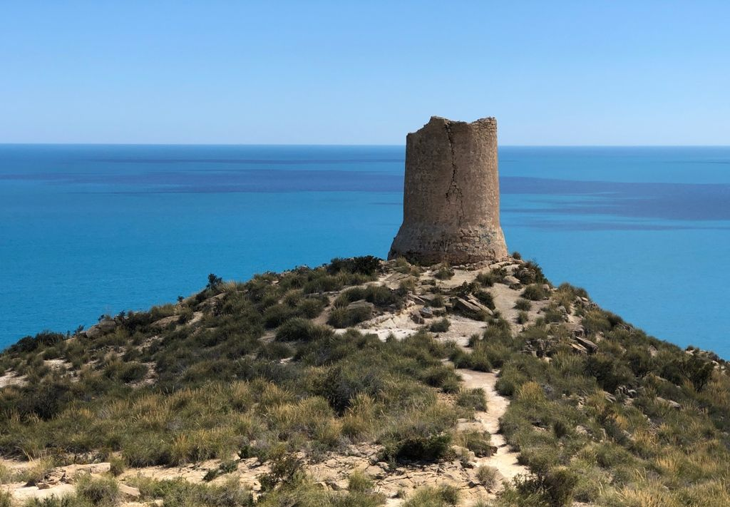 Barranco de Aigues, con la torre de defensa.