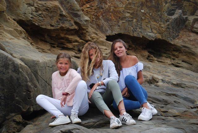 María Valiente, junto a sus hermanas, protagonistas de una de las historias de la cuarentena de Pazo de Vilane.