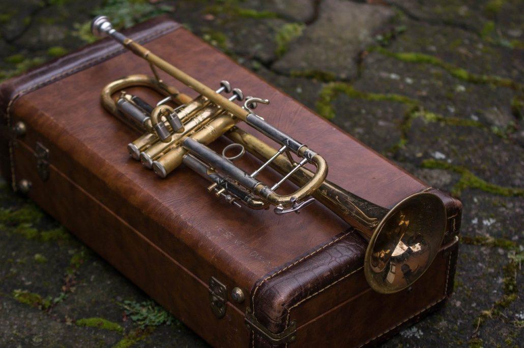 Historias de la cuarentena: la trompeta de un vecino del barrio de San Pedro y San Felices, de Burgos, que toca todas las tardes desde su ventana.