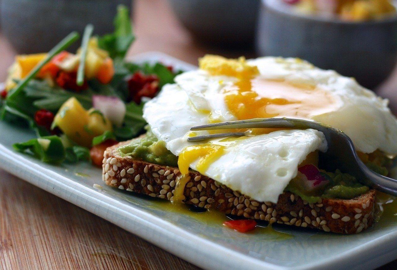 Desayuno de huevos camperos