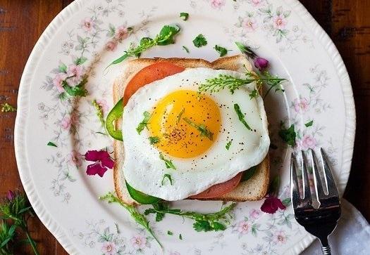 Huevo a la plancha: una manera facilísima, sana y rápida de desayunar.