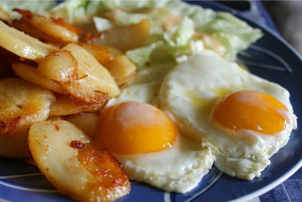 Ovos fritos con patacas