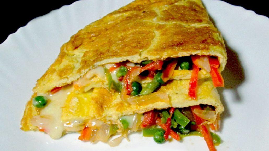 Tortilla con verduras, una receta que no puede faltar a la hora de elaborar menús baratos con huevos.