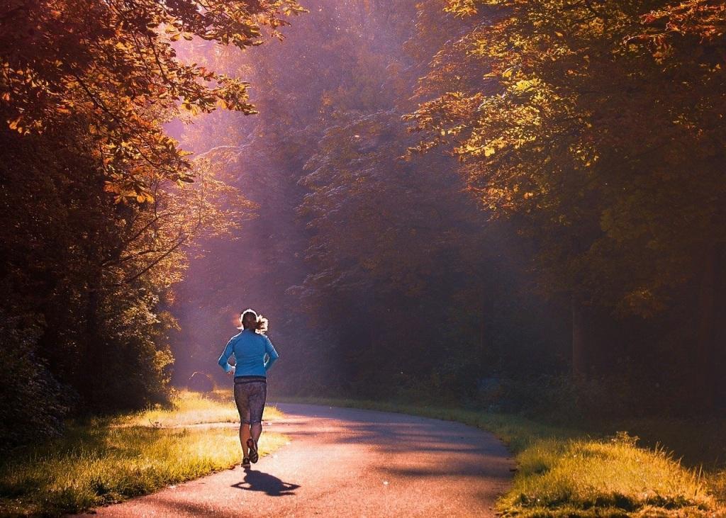 El ejercicio físico es básico para mantener a raya el colesterol.