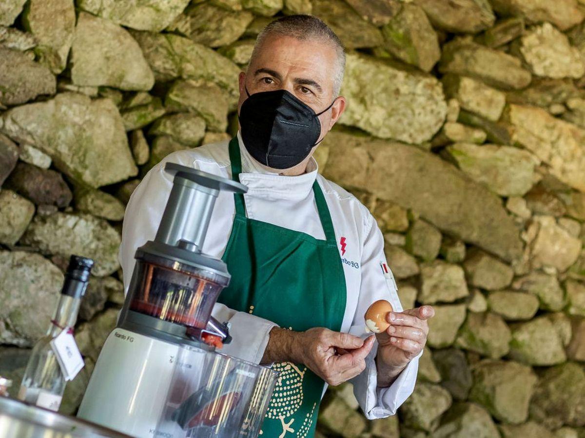Ricardo Fernández Guerra en clase de cocina