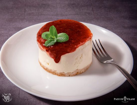 Mousse de yogur con mermelada de tomate