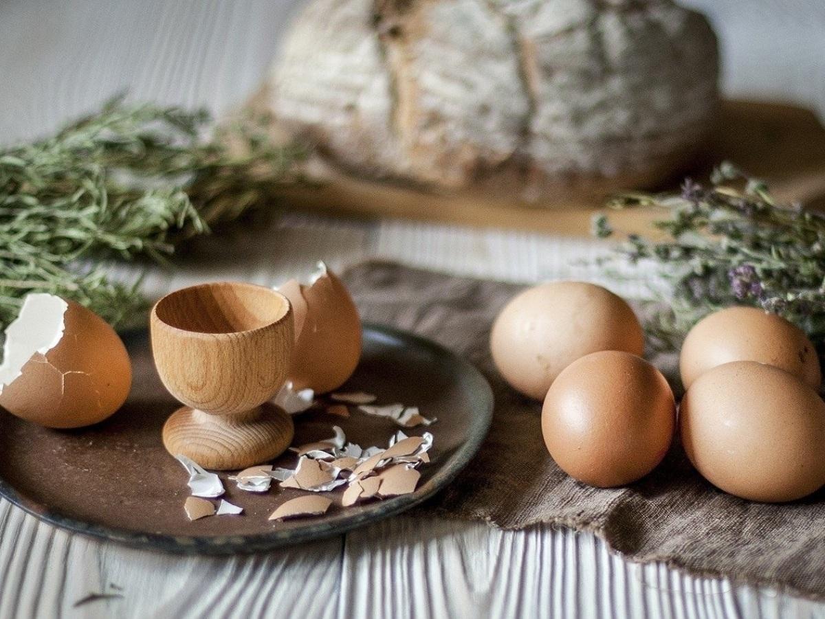 Colina, el nutriente desconocido (pero muy valioso) que encontrarás en los huevos camperos